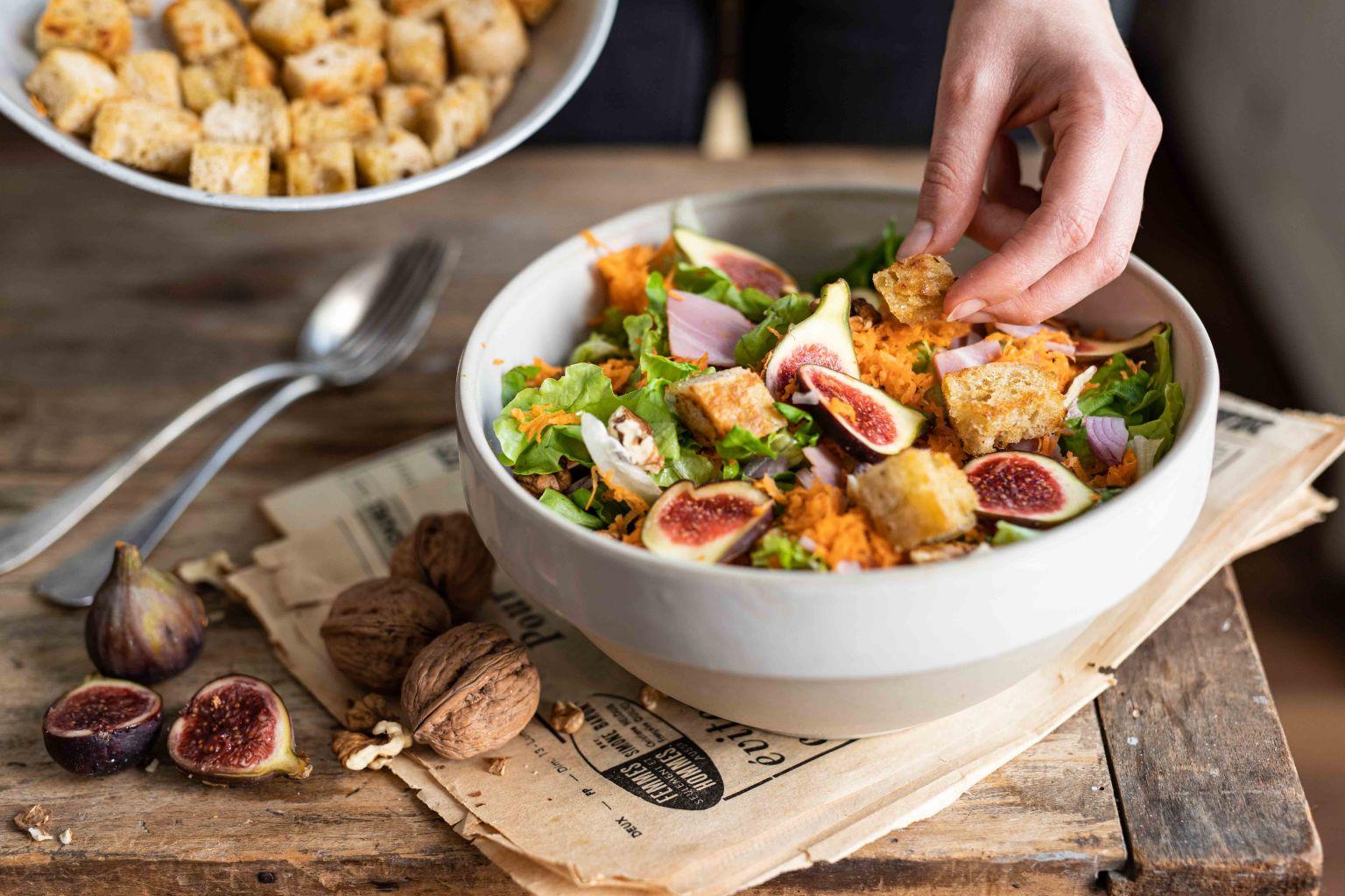 Salade d'automne au jambon de Paris, figues et noix