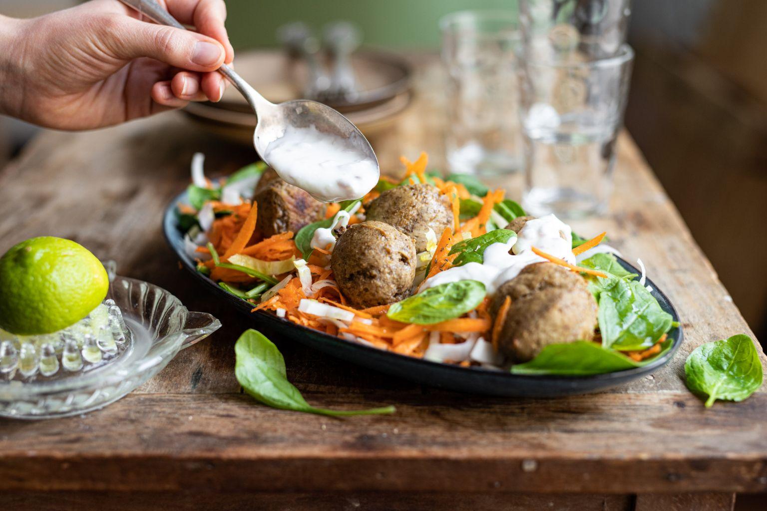 Salade de boulettes de lentilles aux herbes de Provence