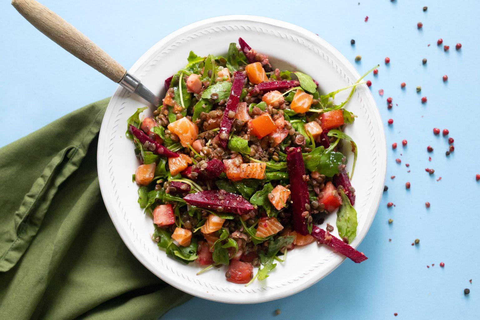 Salade de tartare de saumon aux épices nordiques et betterave