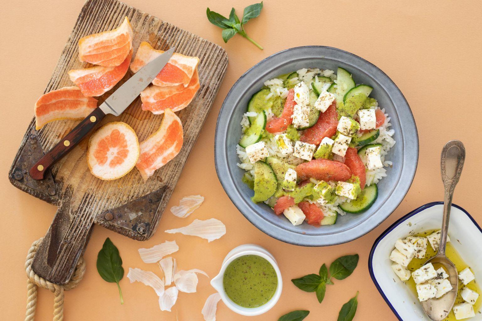 Salade de pomélo, féta marinée aux herbes de Provence et pistou de basilic