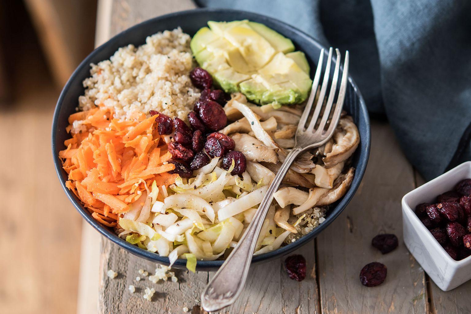 Salade de quinoa, avocat et cranberries