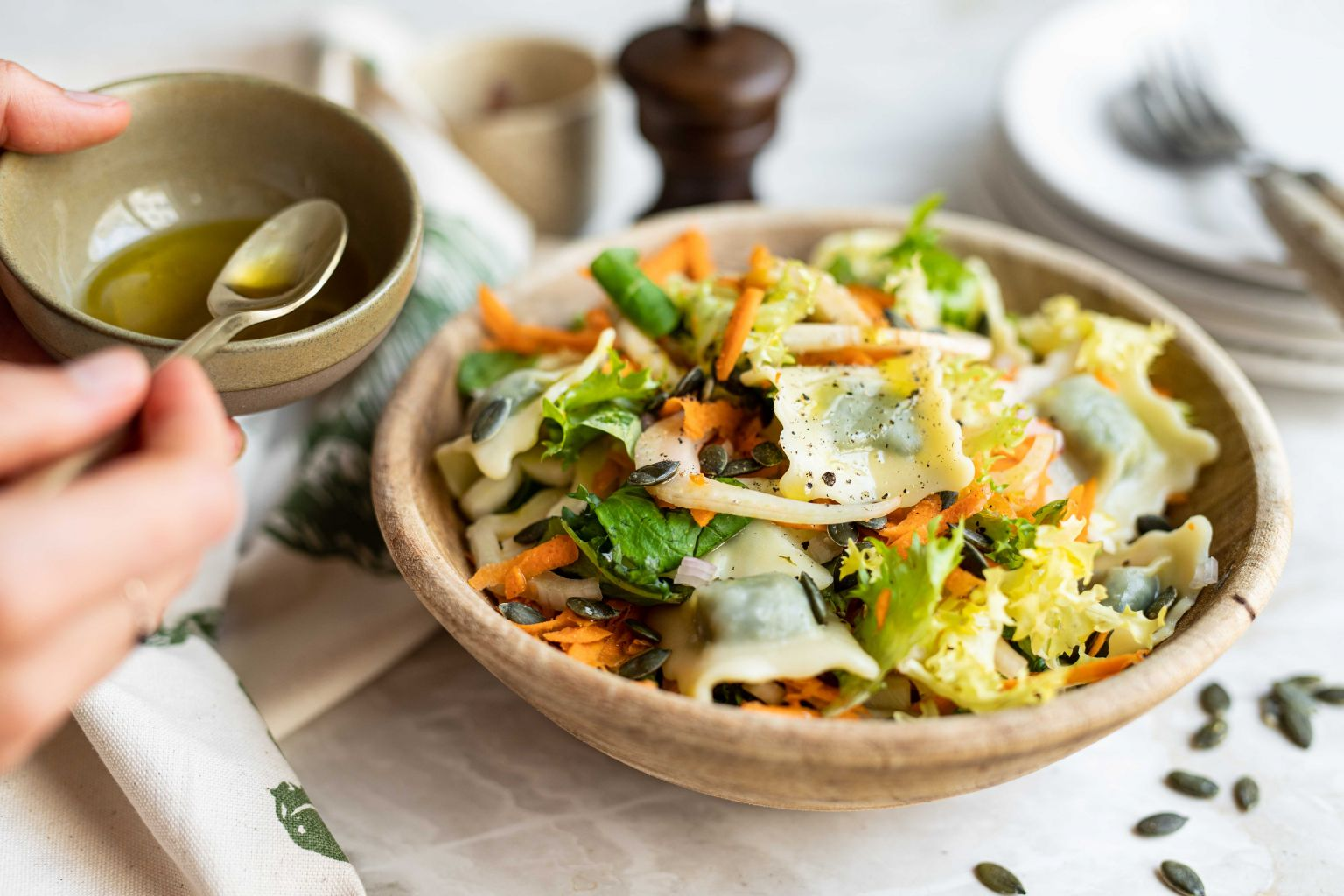 Salade de ravioli au boursin et graines de courge