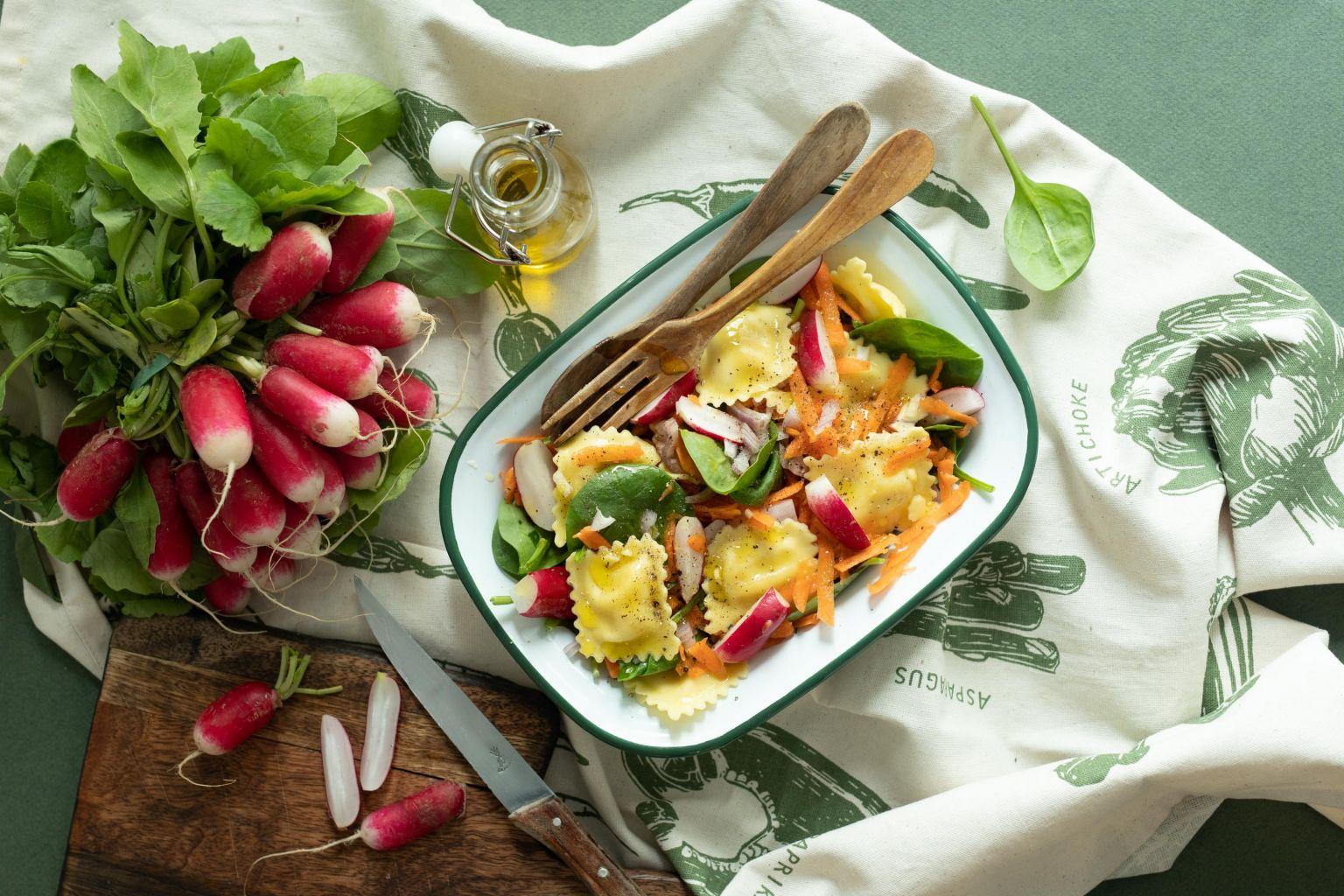 Salade de ravioli aux petits pois et à la menthe