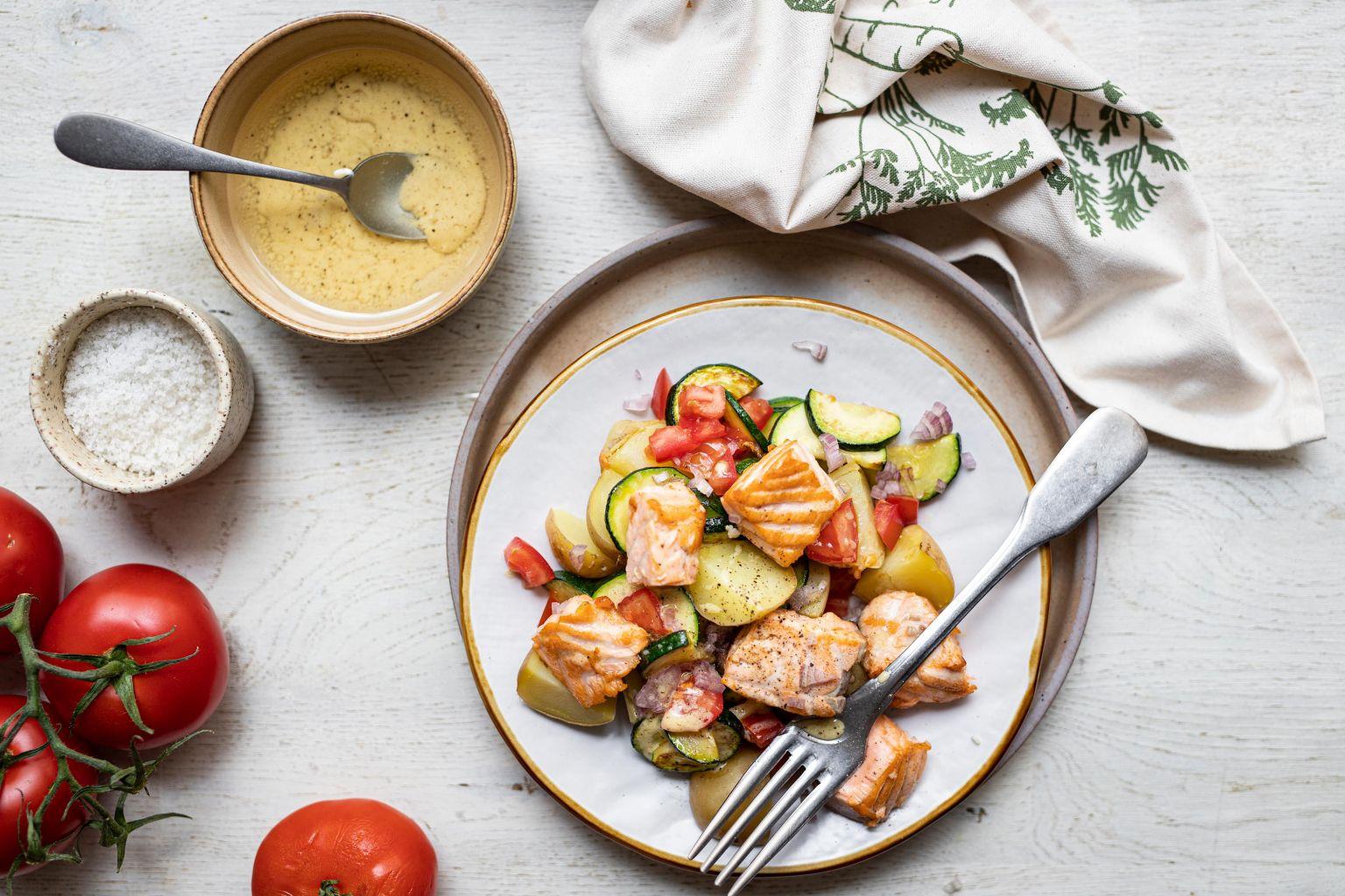 Salade de saumon, vinaigrette à la moutarde