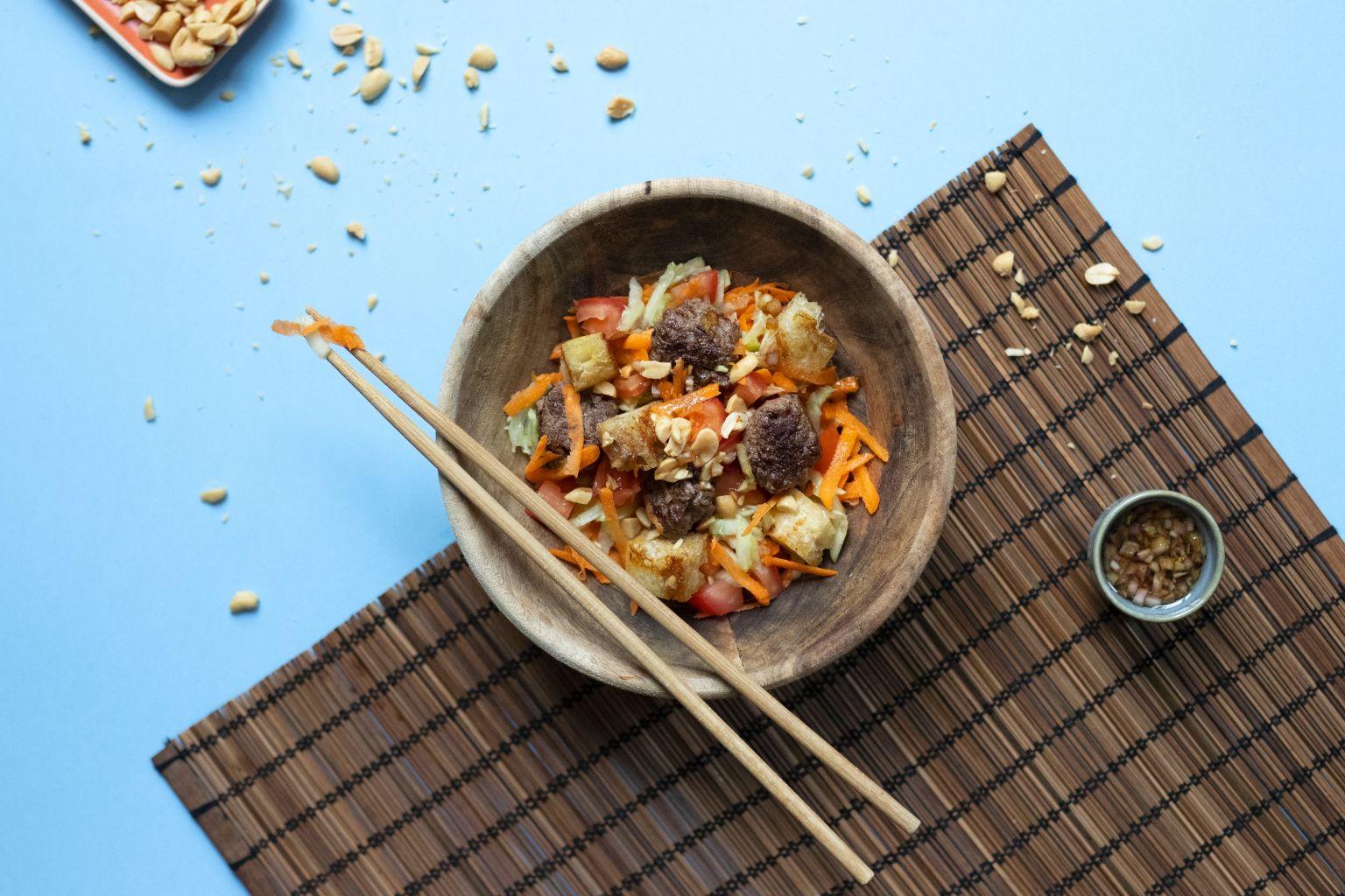 Salade façon banh mi (boeuf et cacahuètes)