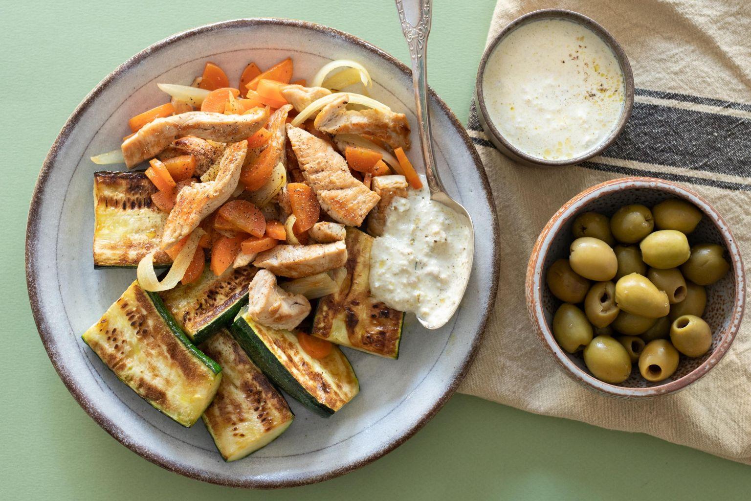 Sauté de dinde, légumes rôtis et sauce aux olives