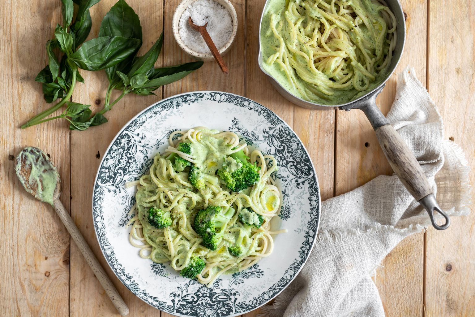 Spaghetti à la crème de courgette au basilic