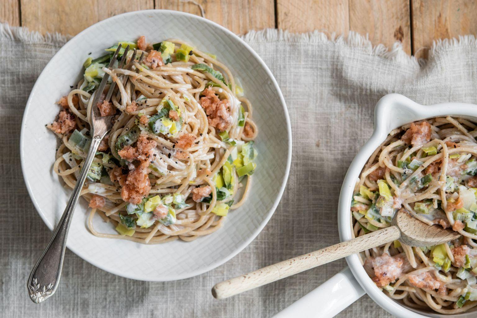 Spaghetti à l'emietté de saumon fumé aux baies roses et à la crème