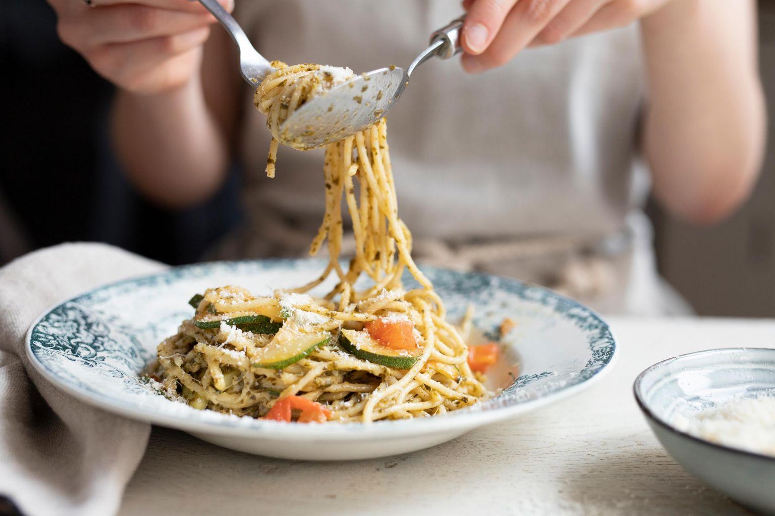 Spaghetti au pesto d'ail des ours et parmesan