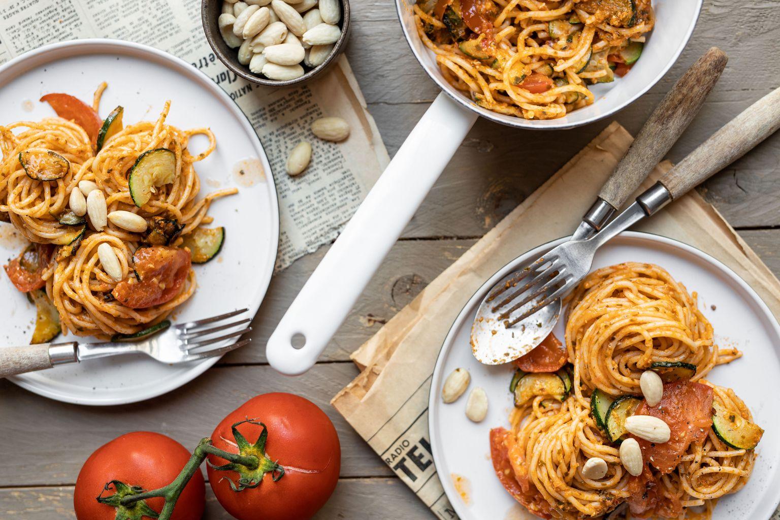 Spaghetti au pesto pomodoro et amandes
