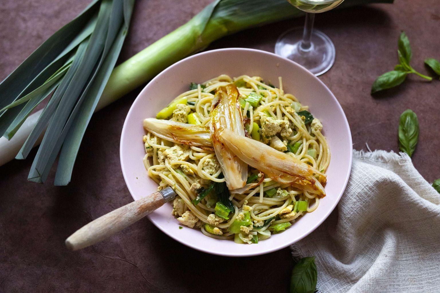 Spaghetti au tofu, pistou et endive caramélisée