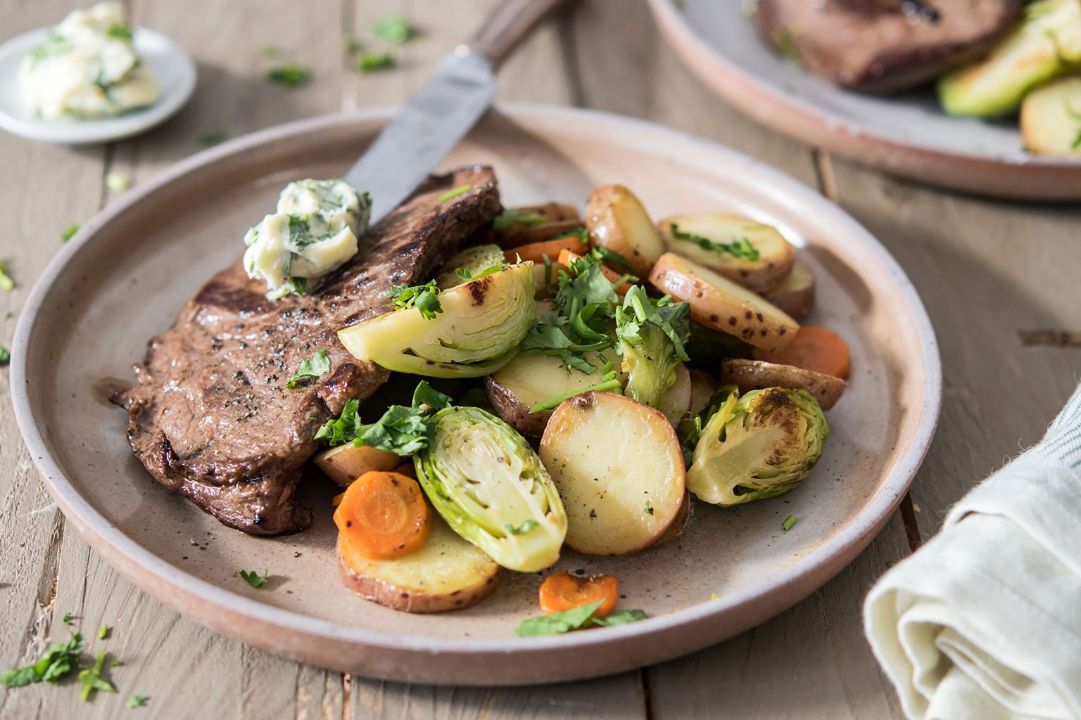 Steaks de bœuf et beurre à la coriandre