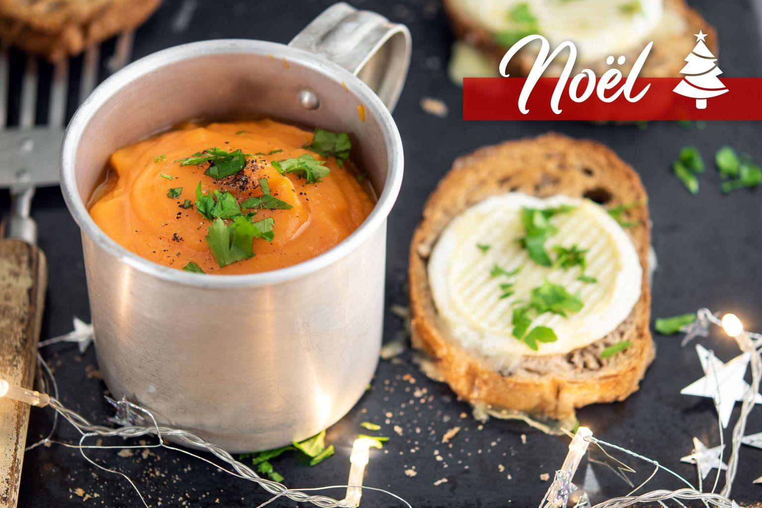 Toasts chauds de pain aux figues au rocamadour et velouté de carotte