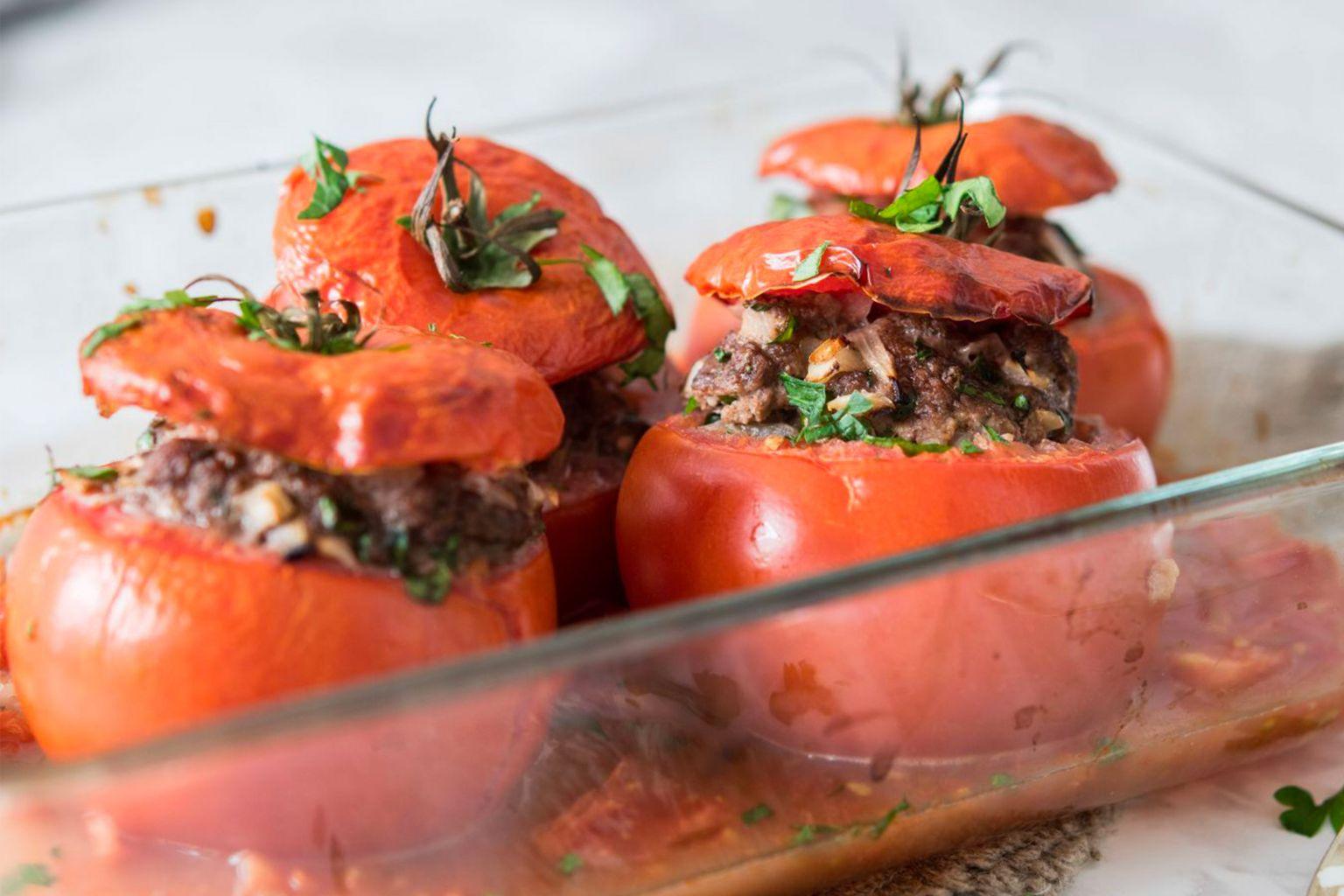 Tomates farcies au porc épicé et basilic