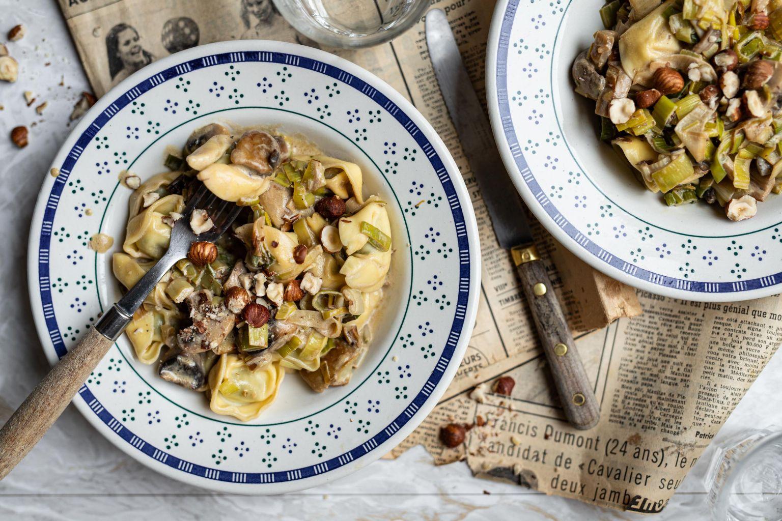 Tortelli aux champignons à la crème de poireaux et aux noisettes