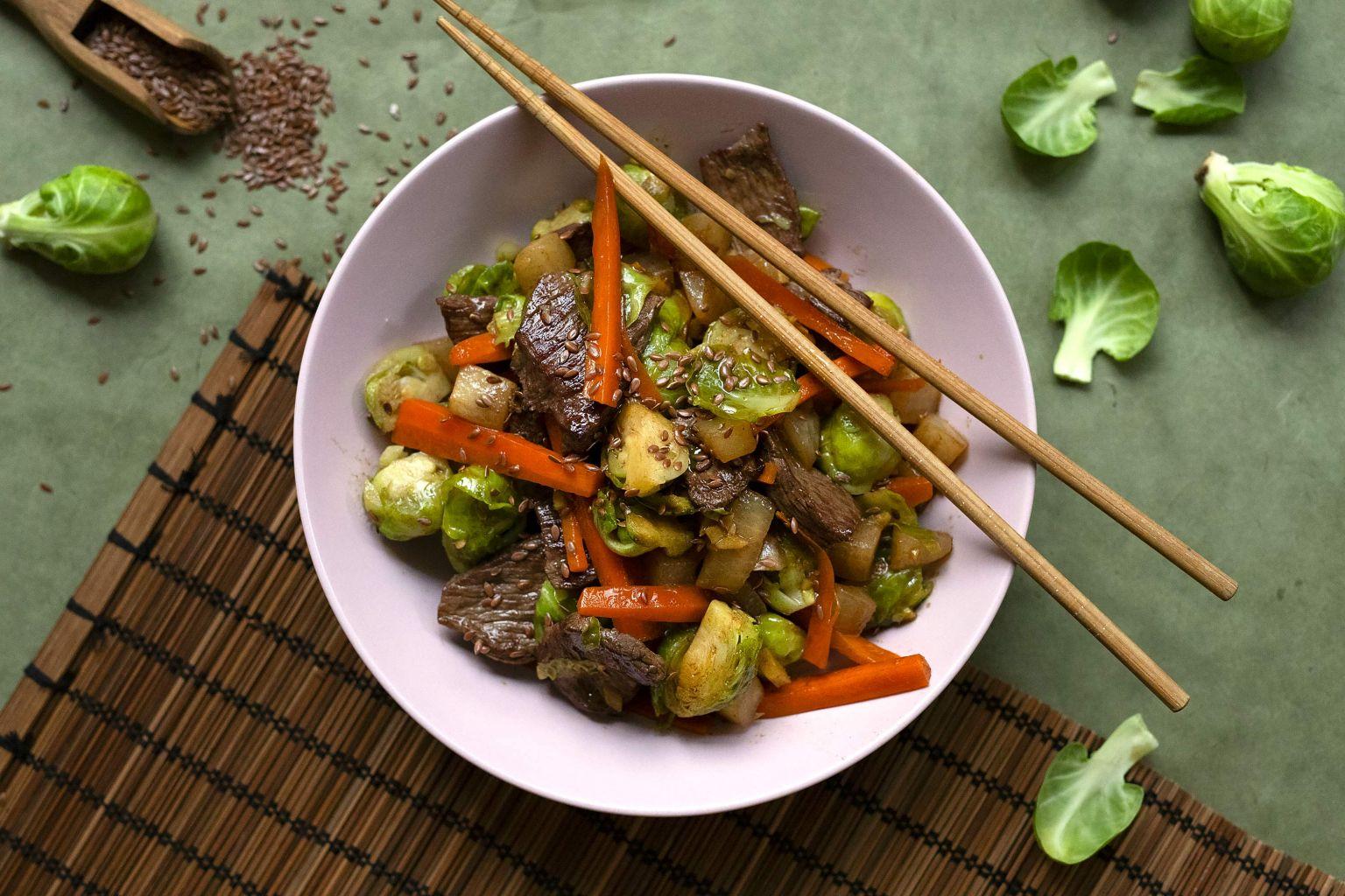Wok de bœuf à la sauce soja et graines de lin