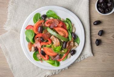 Salade de haricots blancs aux poivrons et speck