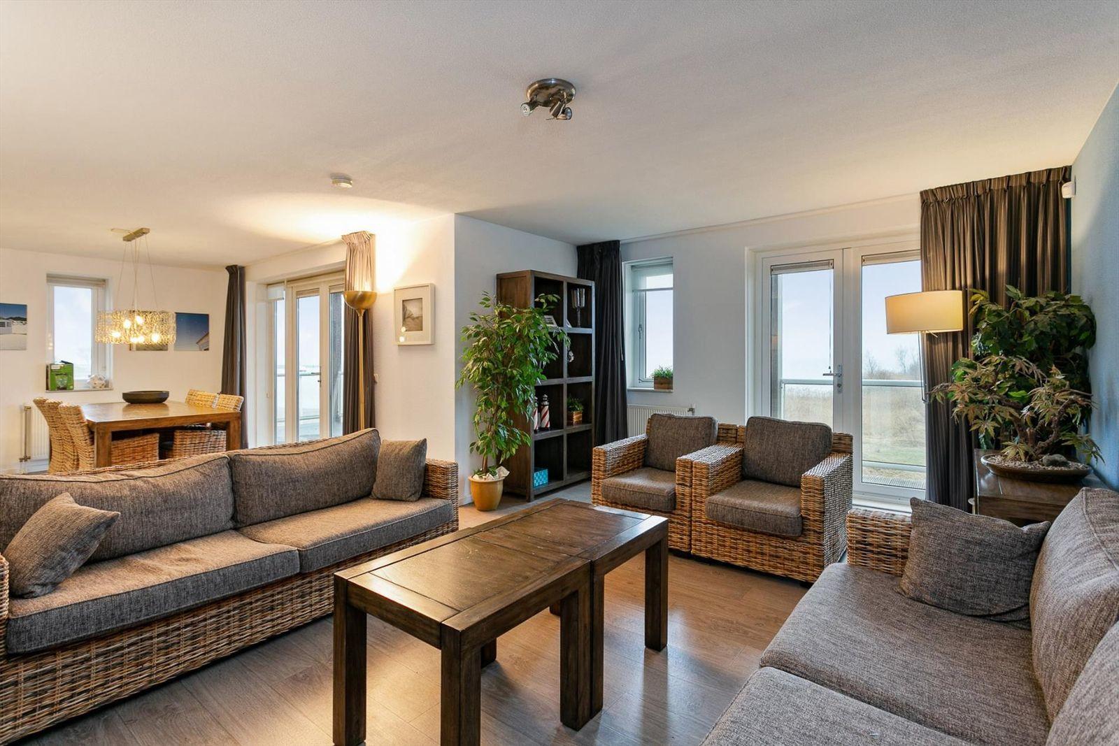 hoekappartement met uitzicht over het water haus. Black Bedroom Furniture Sets. Home Design Ideas