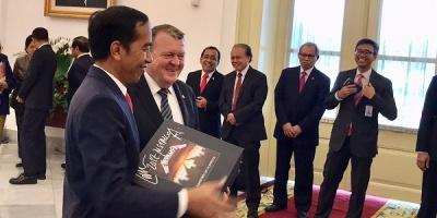 Датский премьер-министр подарил президенту Индонезии виниловый бокс-сет Металлики