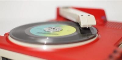 Американский музыкант делает DJ-контроллеры из игрушечных вертушек