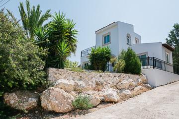 Aphrodite Villa front img