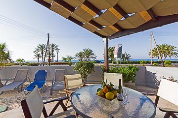 G&E 2-Bedrm Beach Apt front img