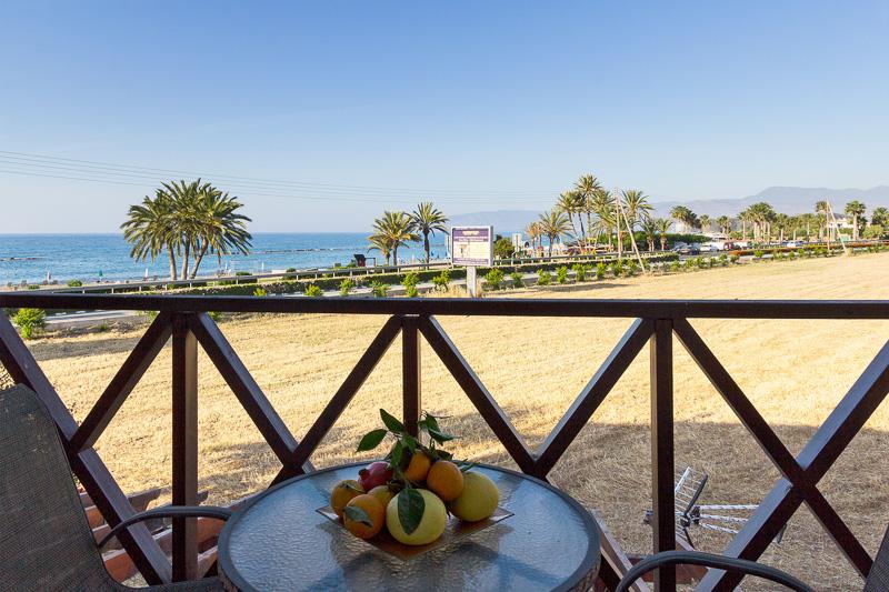 G&E 1-Bedrm Beach Apt picture