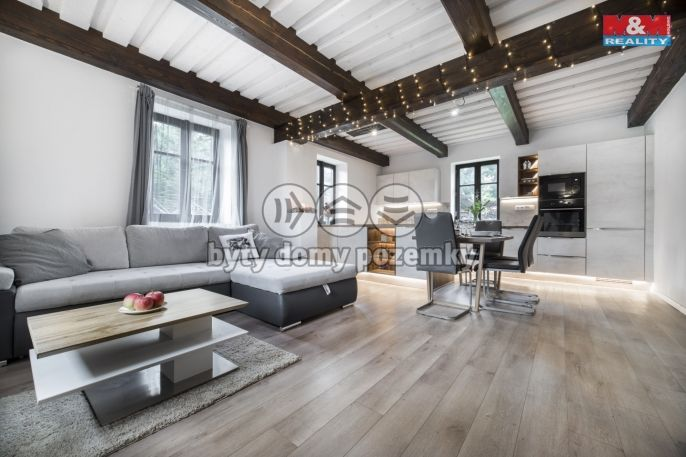Prodej, Rodinný dům, 189 m², Lužany