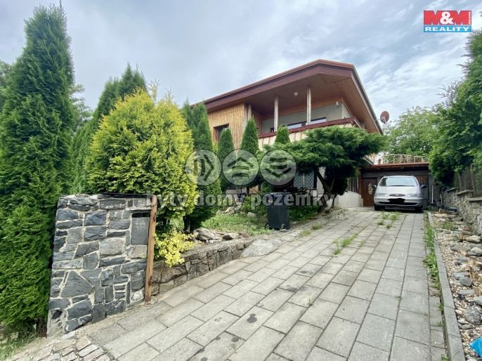Prodej rodinného domu, 9+2, Vražné