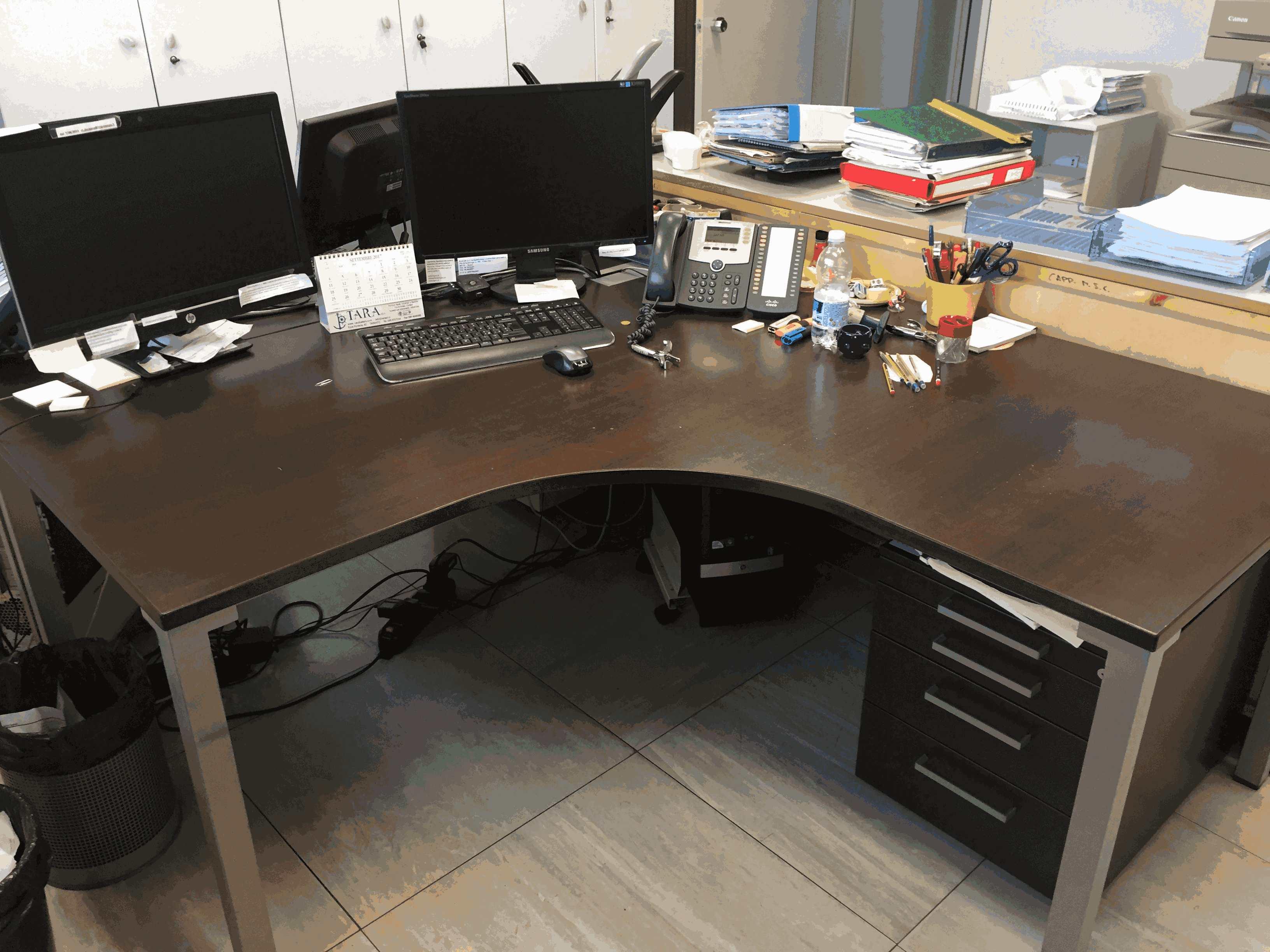 Scrivania Ufficio Normativa : Lotto scrivanie e sedie per ufficio astemobili