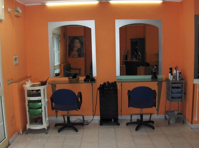 Arredo ed attrezzature per attività di parrucchiere - Astemobili.it
