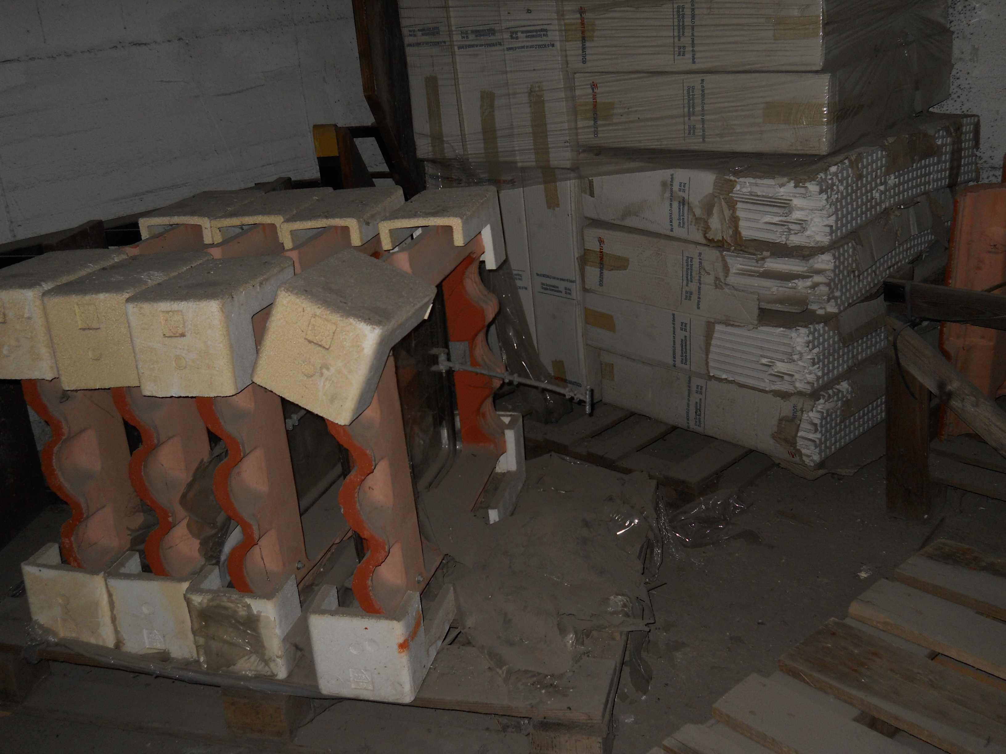 Stock di materiale edile e ferroso vario astemobili