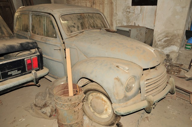 Autovettura D Epoca Modello Fiat 500 C Giardiniera Belvedere