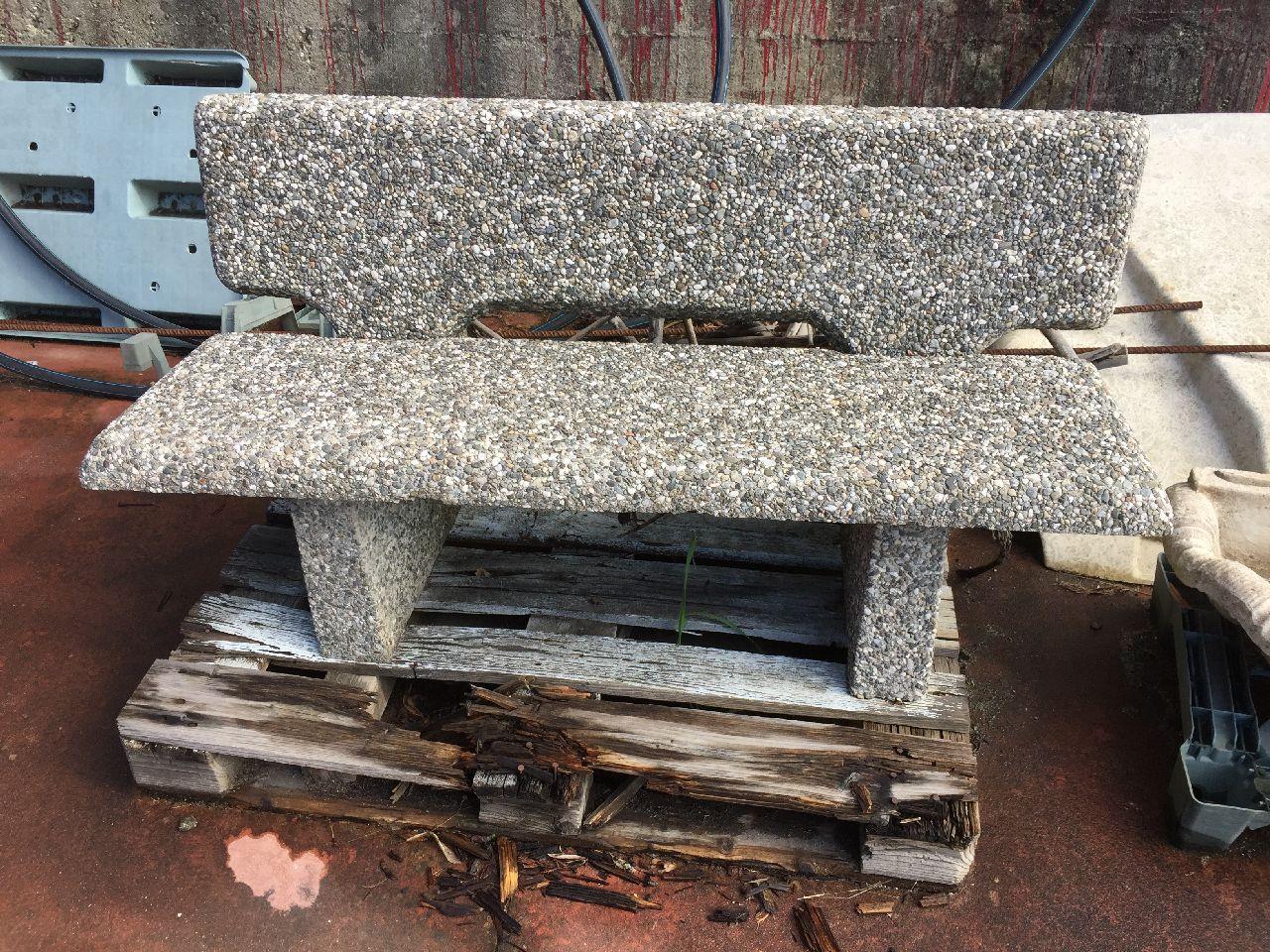 Panchine Da Giardino In Cemento.N 2 Panchine Da Esterno In Cemento Una Con Spalliera Ed Una Senza