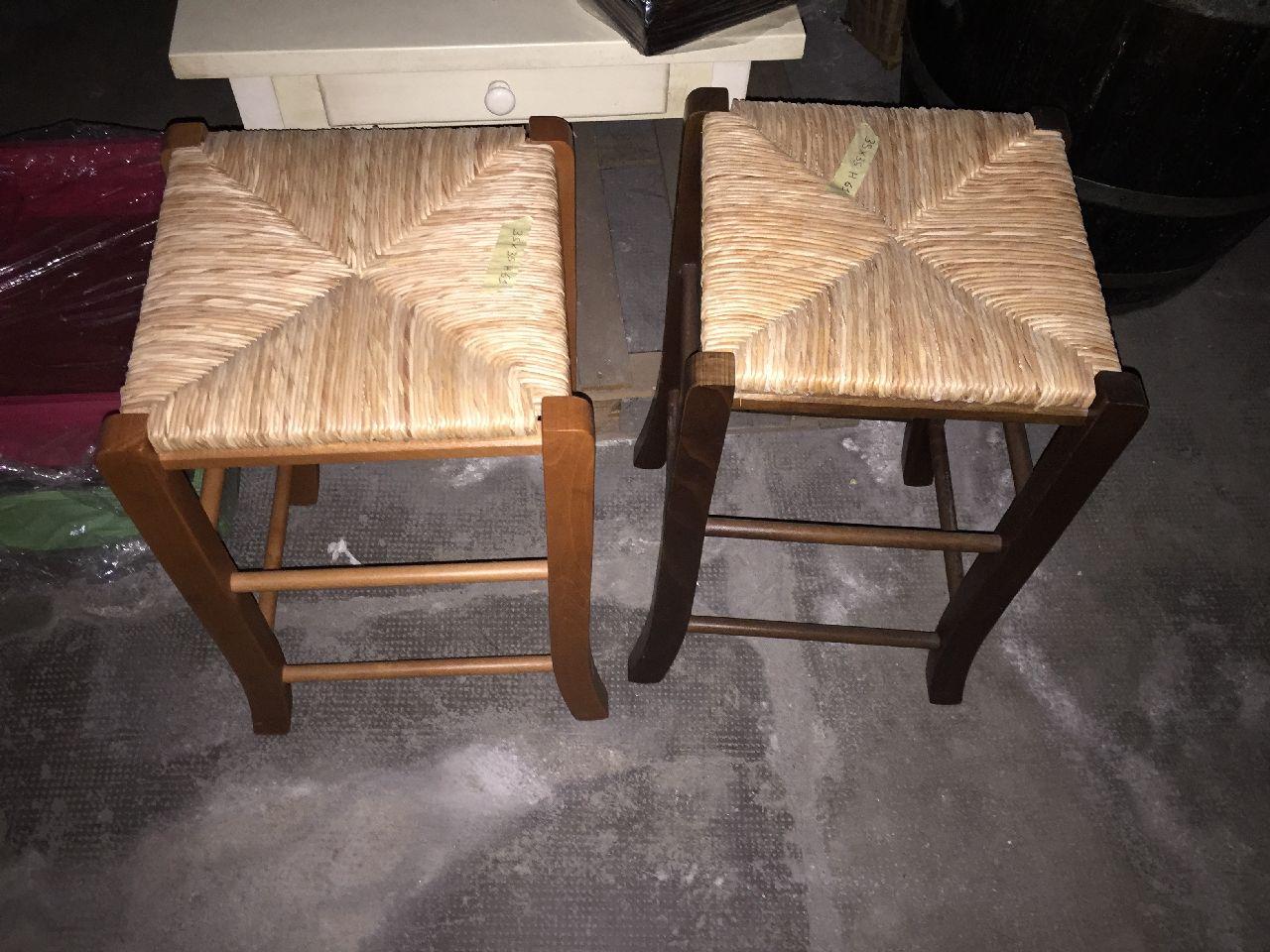 Sgabelli in legno con seduta in paglia arredamento e