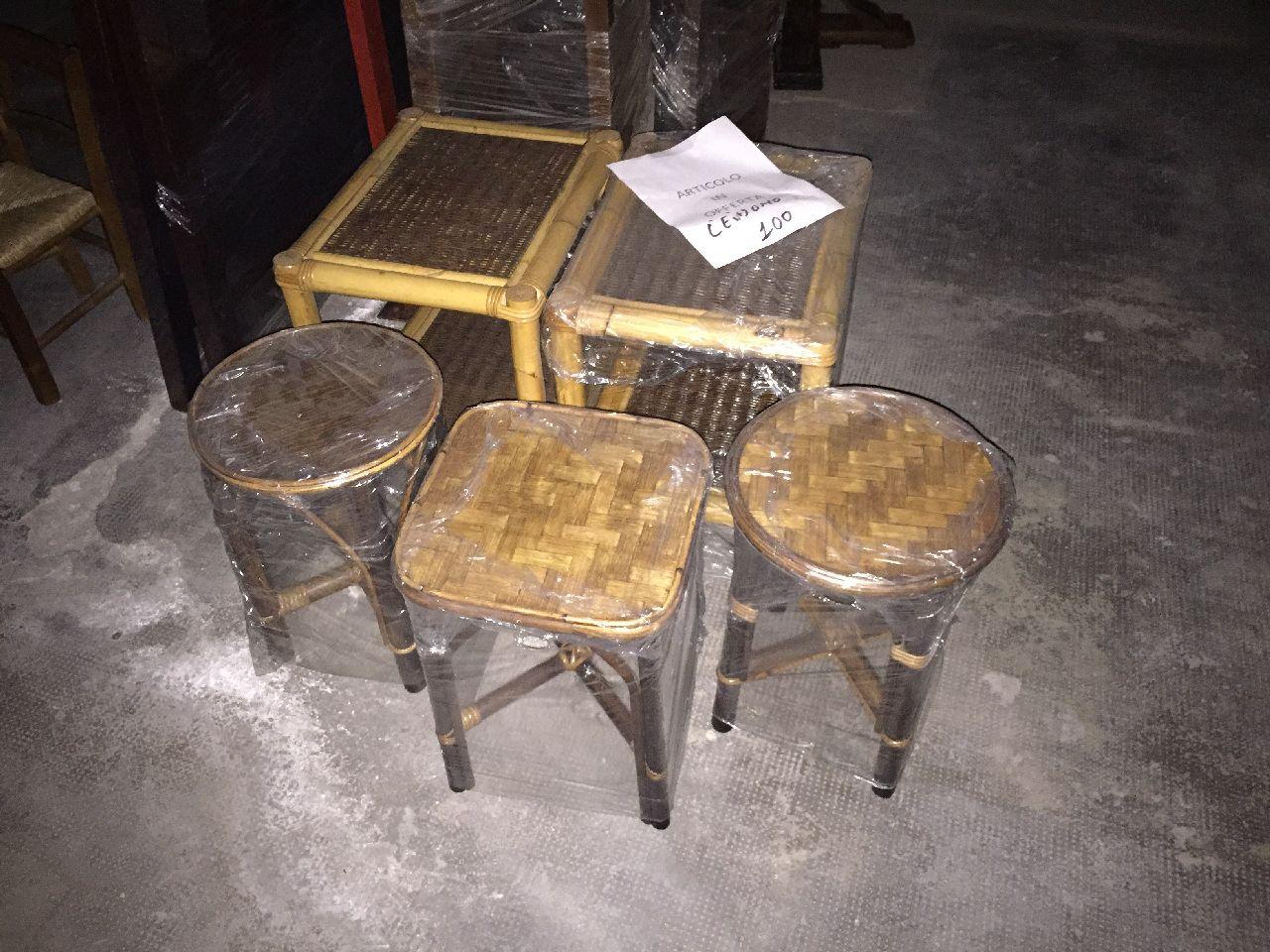 N. 3 sgabelli bassi n.2 comodini in rattan n.2 sgabelli alti di