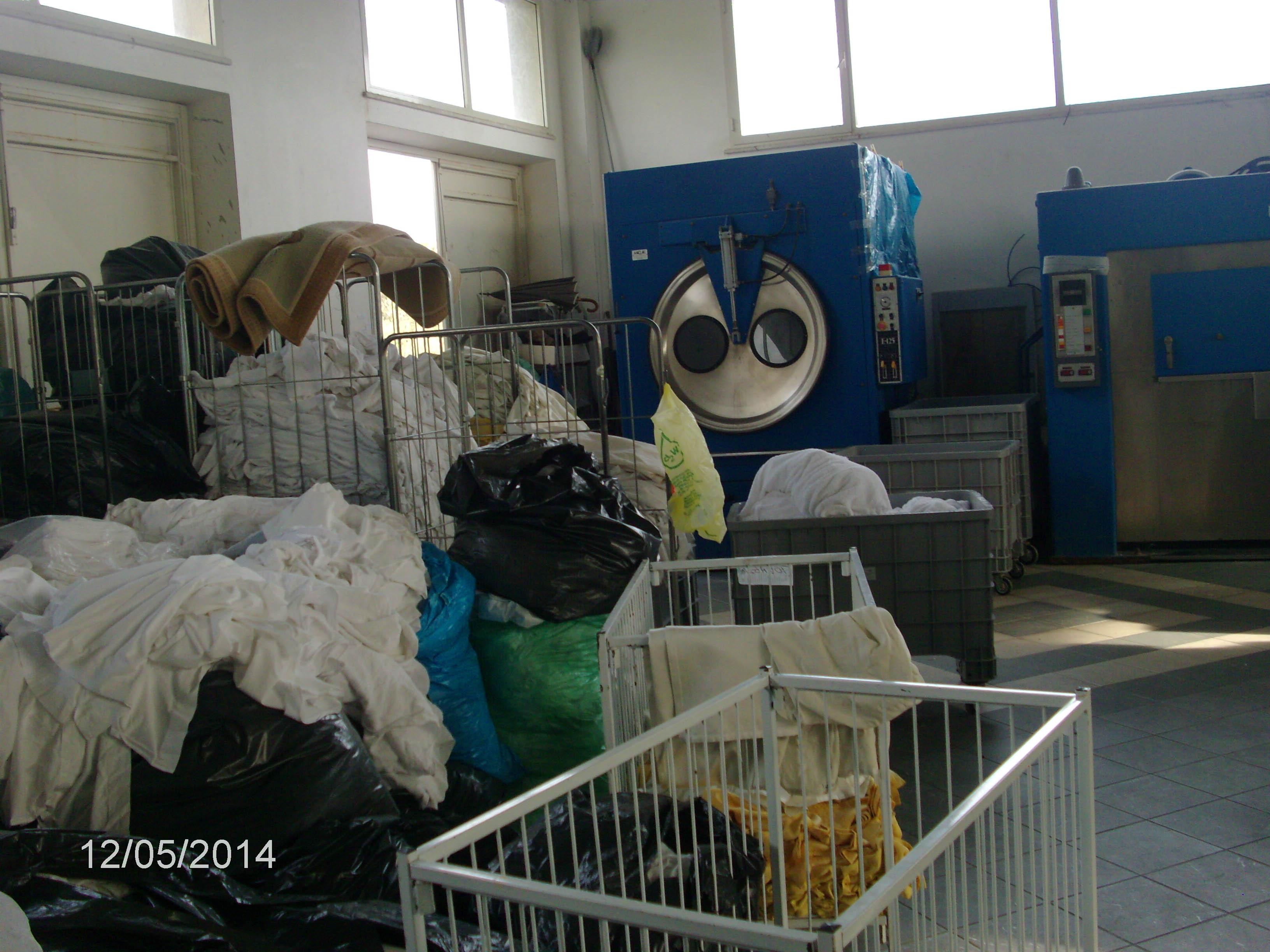 Stock di impianti e macchinari industriali per lavanderia