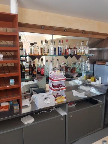 Arredamento per bar tabacchi for Arredamento bar tabacchi prezzi