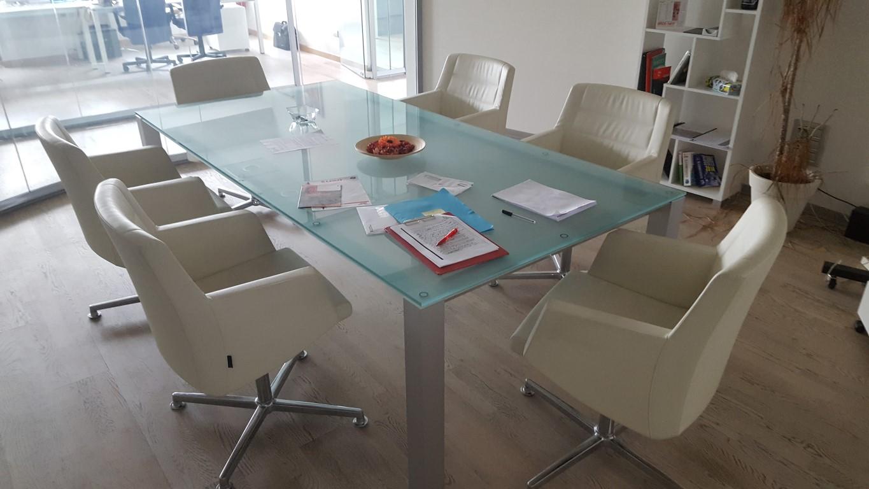 Macchine e mobili per ufficio aste33 for Stock mobili ufficio
