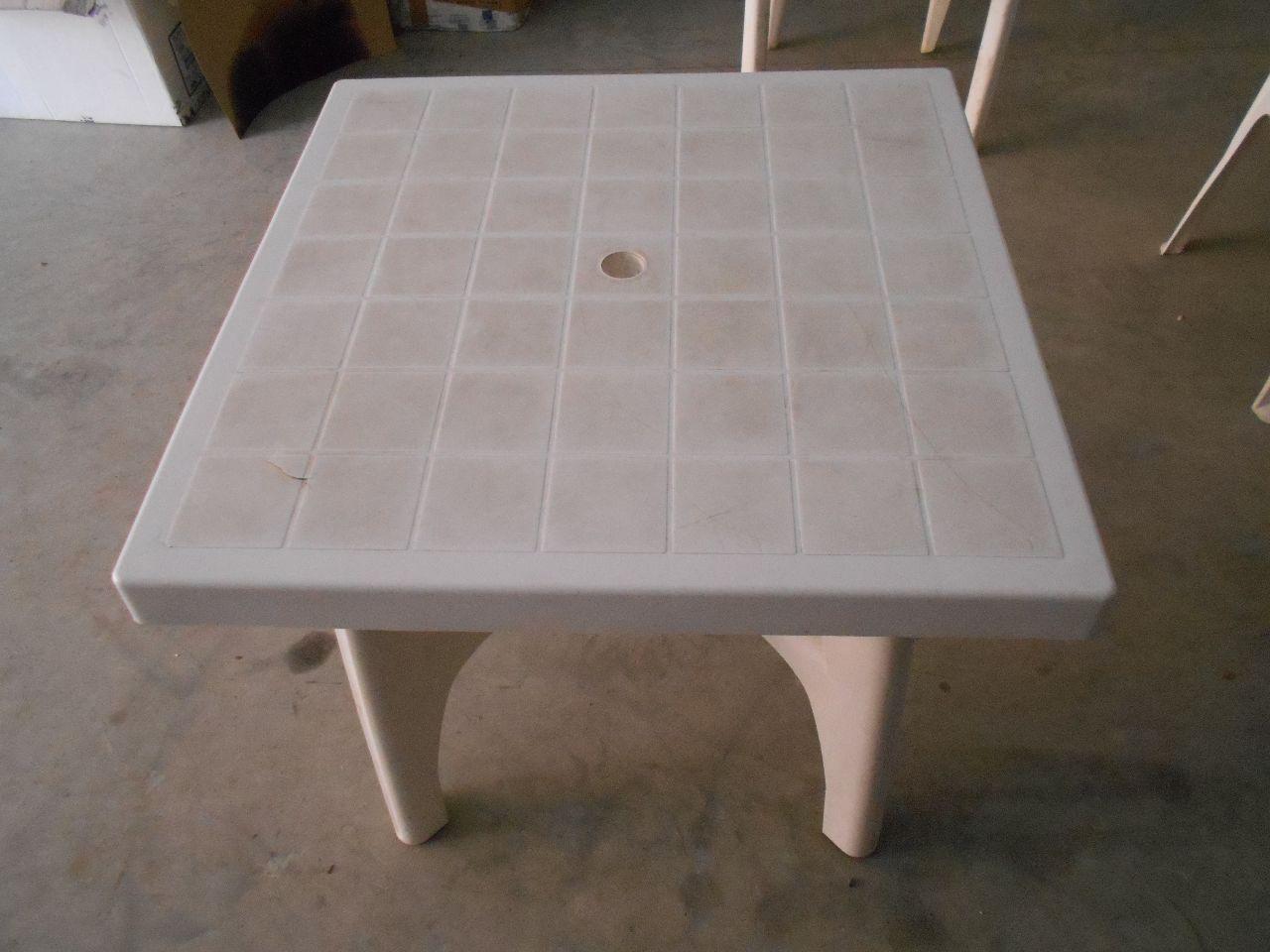 Tavoli Di Plastica Quadrati.Stock Costituito Da N 16 Tavoli Quadrati In Plastica E N 46 Sedie In