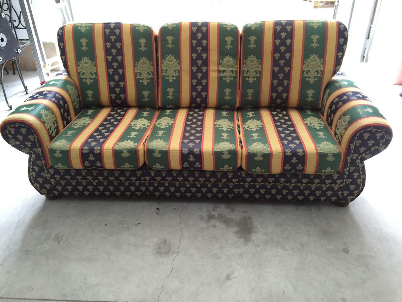 Tavolino Salotto Verde : Salotto composto da:n.1 divano tre posti n.2 poltrone ed un pouf
