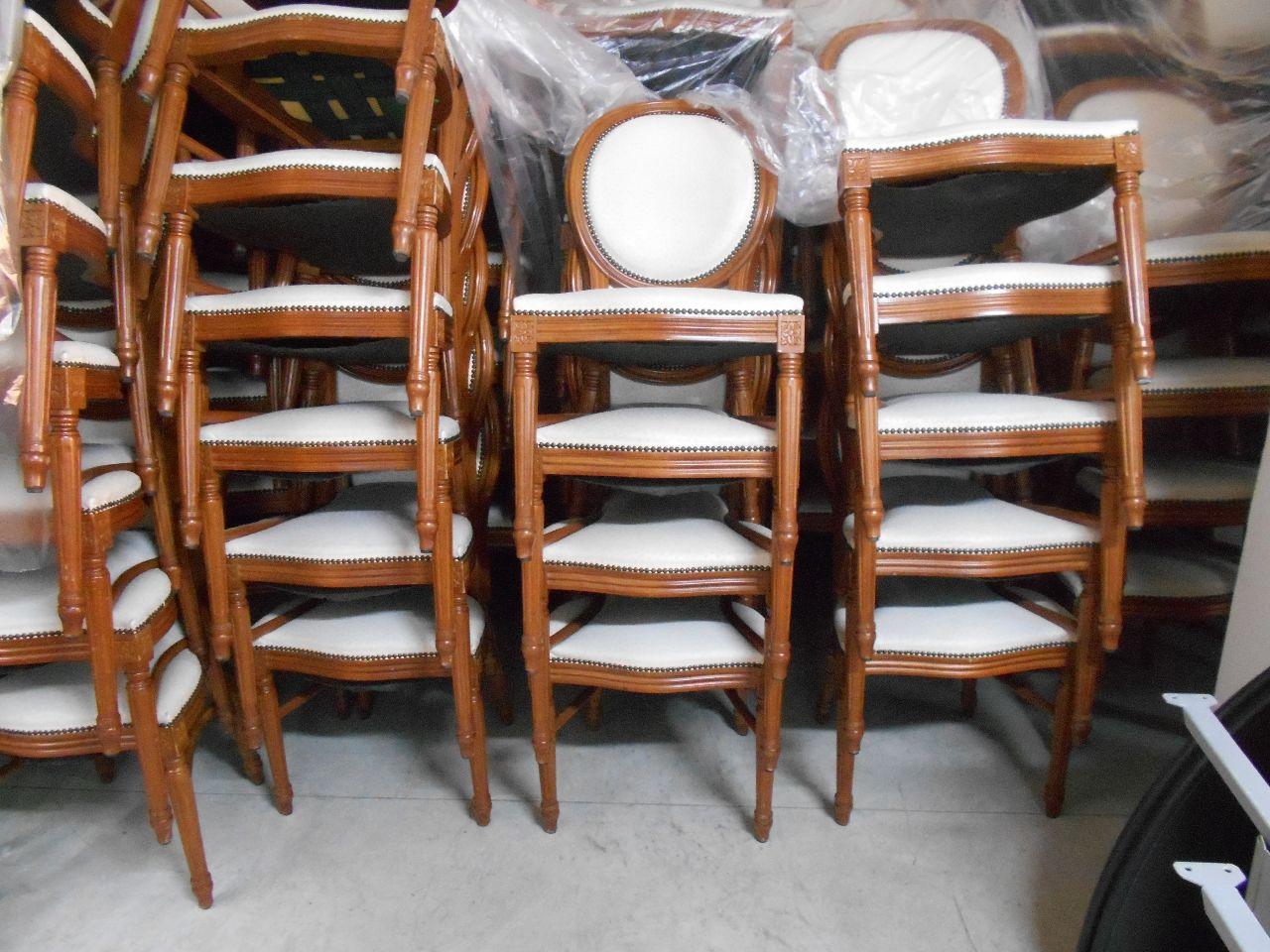 Sedie Schienale Alto Legno : N sedie in legno chiaro con seduta e schienale foderati in