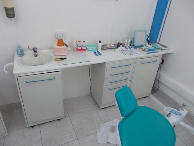 Set di mobili per studio dentistico for Mobili per studio