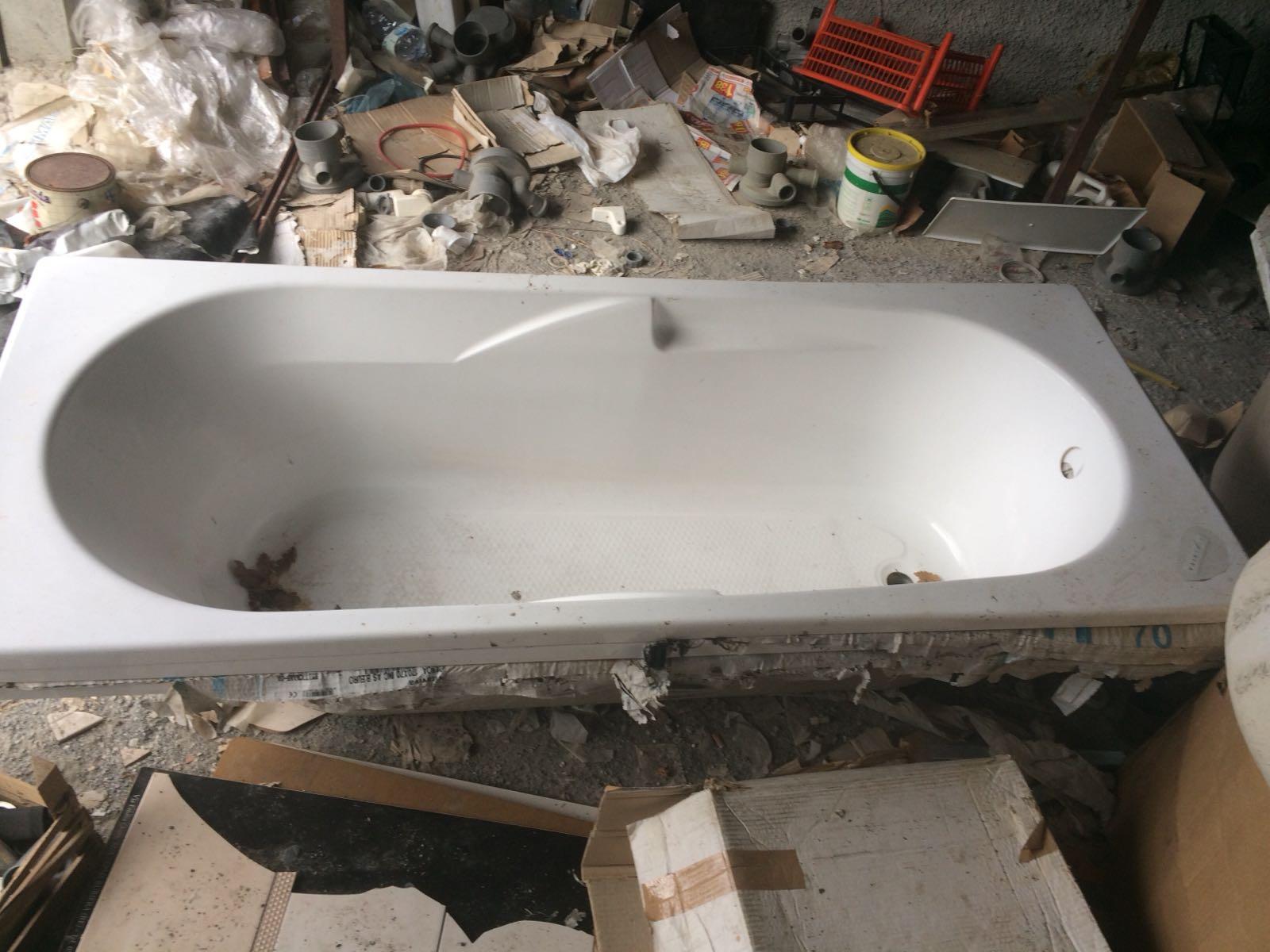 Prezzi Vasche Da Bagno In Vetroresina : Vasca da bagno in vetroresina rettangolare astemobili.it