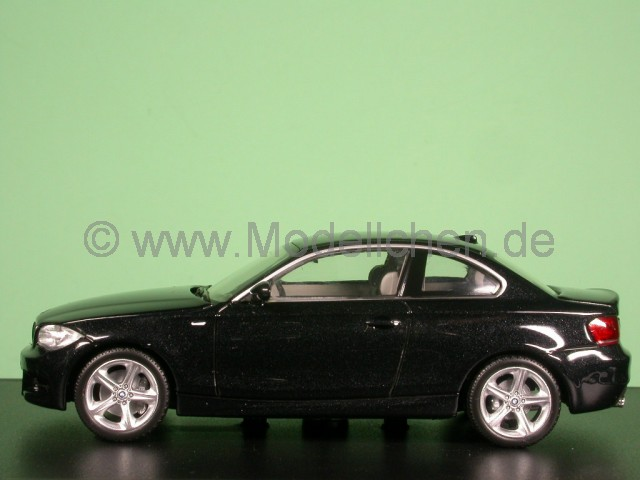 minichamps bmw e82 1er coupe schwarz modellauto minichamps. Black Bedroom Furniture Sets. Home Design Ideas