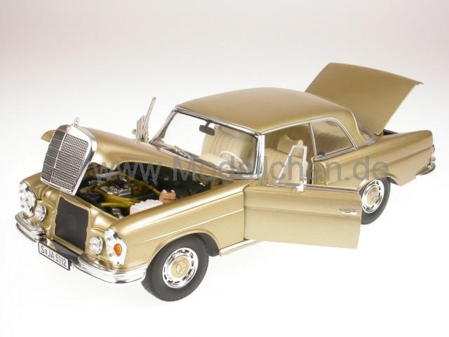Mercedes_W111_Coupe_gold_Norev_18_vlo.jpg