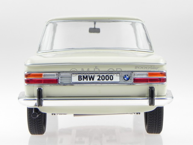 BMW 2000 TI Typ 121 1966 beige Modellauto 18043 MCG 1:18