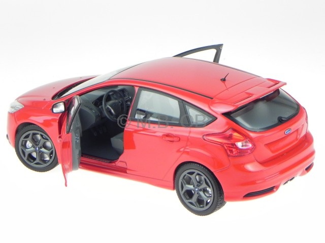 Ford Focus ST 2011 red modelcar 110082002 Minichamps 1:18