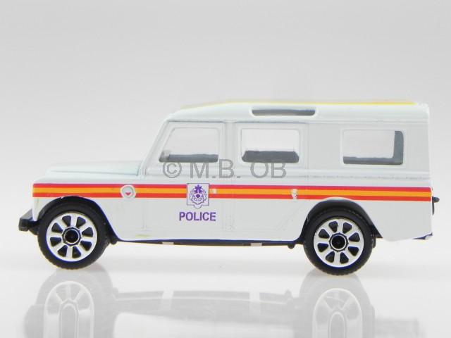 land rover defender 110 police weiss modellauto bburago 1. Black Bedroom Furniture Sets. Home Design Ideas