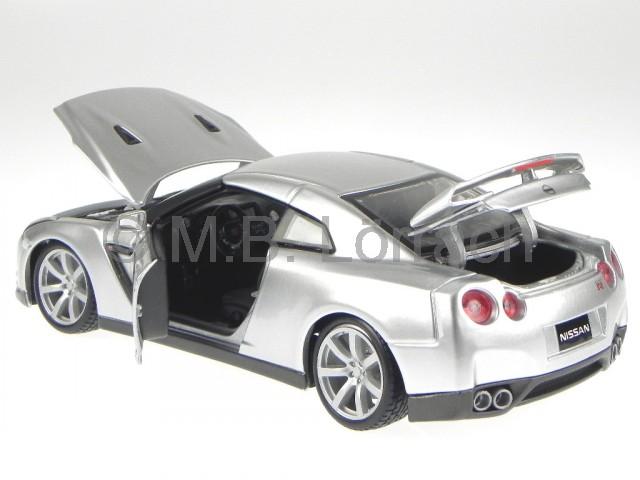 nissan gt r 2009 silber modellauto 18 11021 bburago 1 18. Black Bedroom Furniture Sets. Home Design Ideas